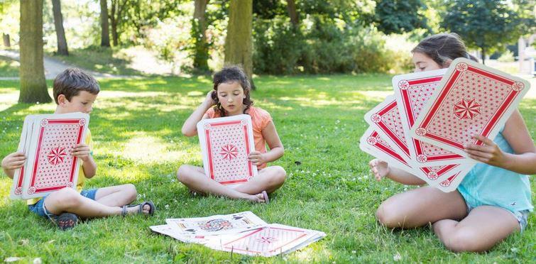 Znalezione obrazy dla zapytania giant card game