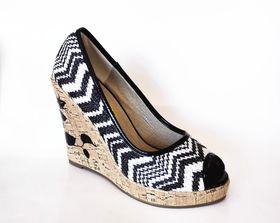 Lavanda Zigzag Weave Pattern Peep Toe Platform Wedges - Black
