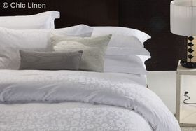 Chic Linen - Luxurious Egyptian Cotton Classic White Duvet Cover Set - Bella